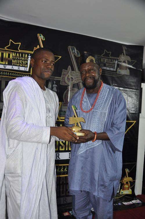 TopNaijaMusic CEO Presenting Milestone Achievement Award to Chief Lari Williams (MFR)